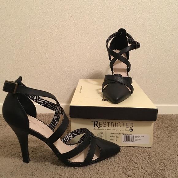 Restricted Shoes - Restricted wrap up black pumps